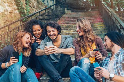 WhatsApp y Spotify, las redes sociales a las que más tiempo dedicamos